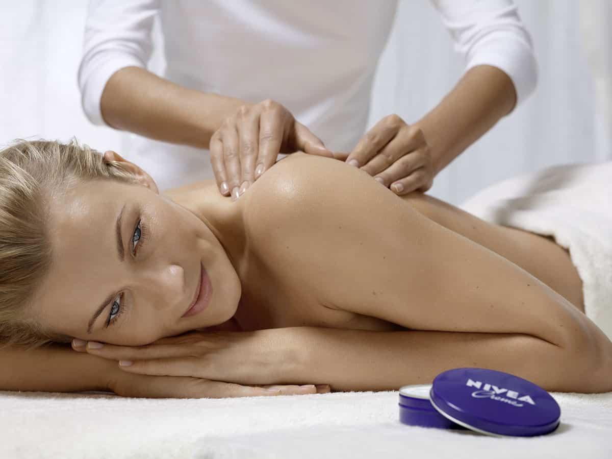Massage mit NIVEA Creme
