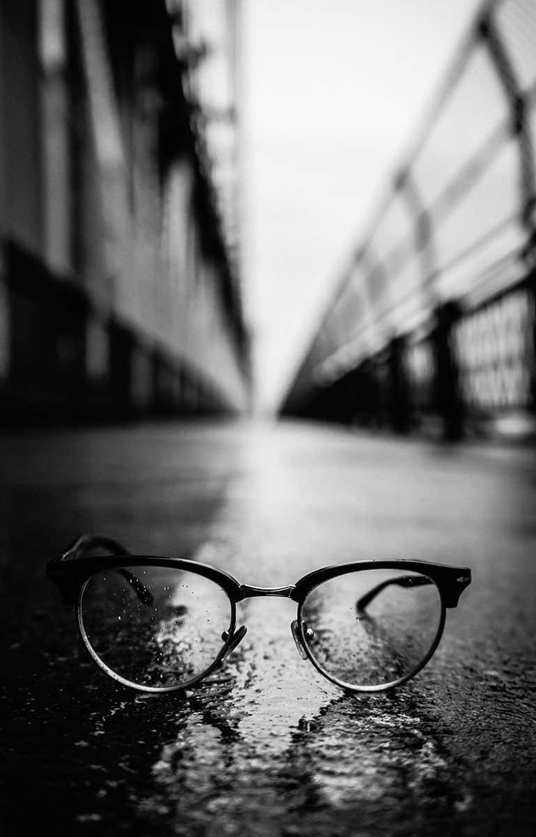 EssilorLuxottica Brille auf Brücke