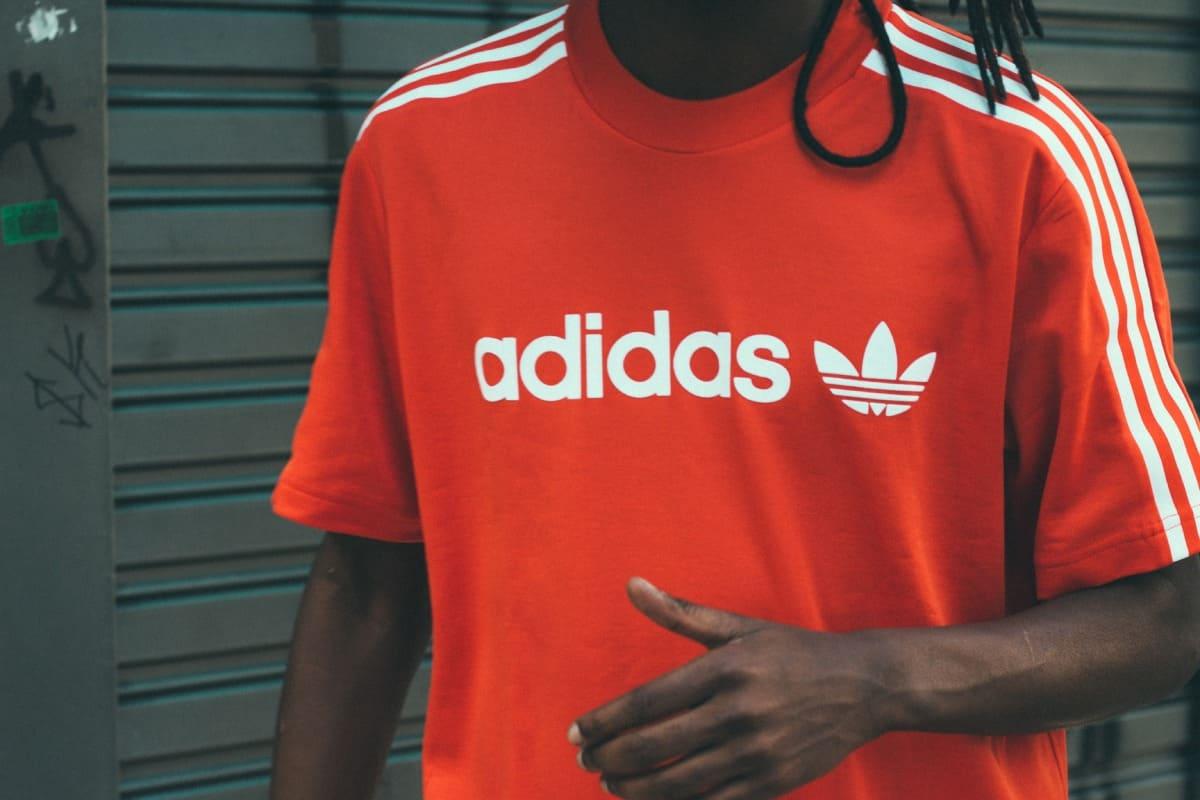 Rotes Adidas Shirt