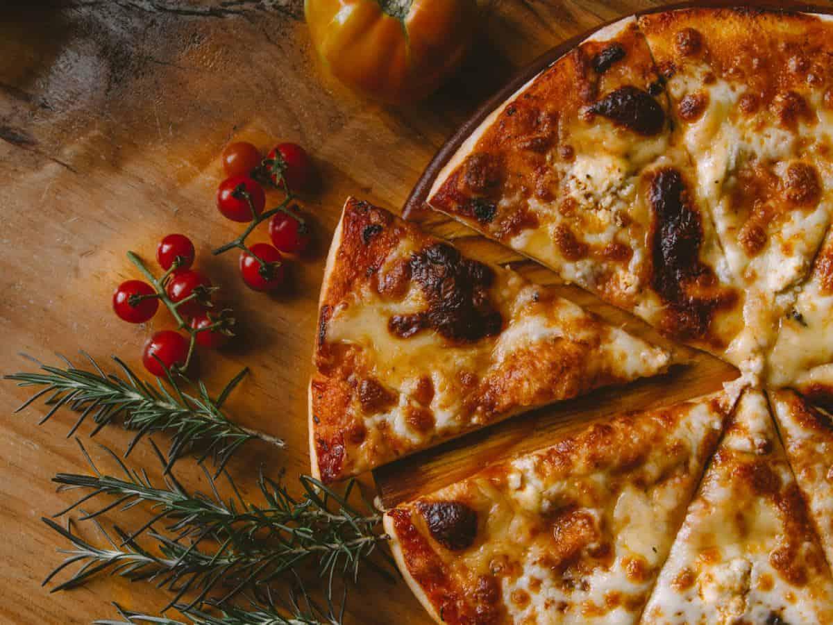 Pizza aus dem Hause Dominos Pizza