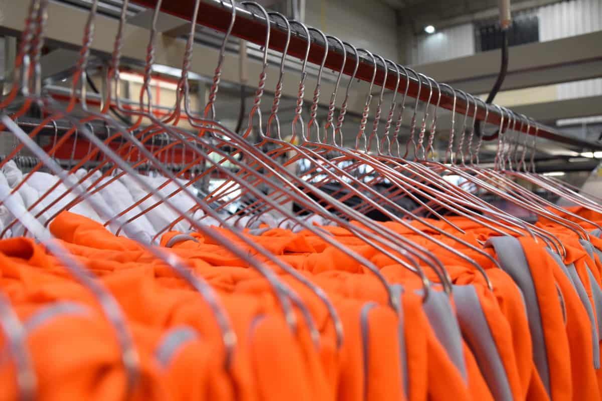 Industrielle Arbeitskleidungs-Waschstraße bei Cintas
