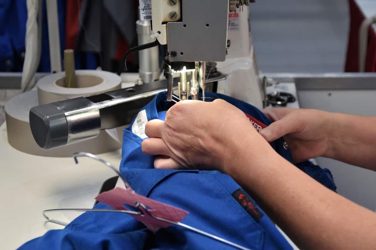 Arbeitskleidungs-Flickstube bei Cintas