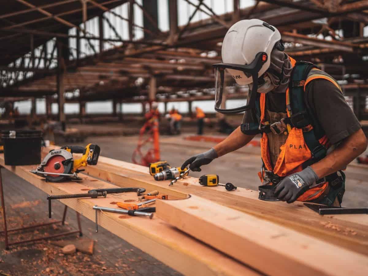 Bauarbeiter haben die Produkte von Stanley Black & Decker täglich in der Hand