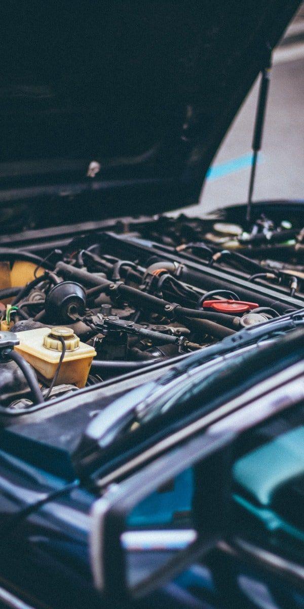 Reparaturarbeiten in einer NAPA Autowerkstatt