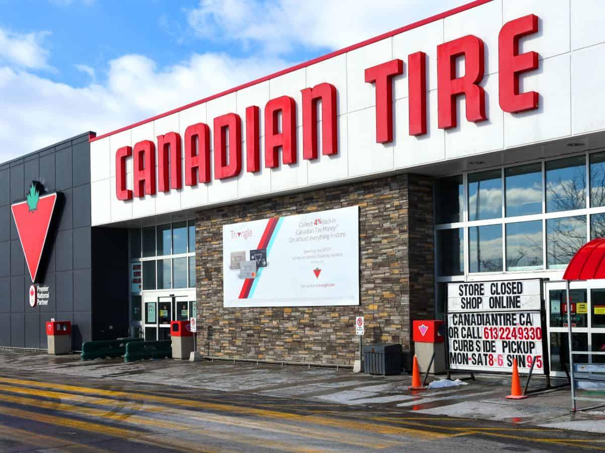 Frontansicht eines Canadian Tire Einzelhandelsgeschäft