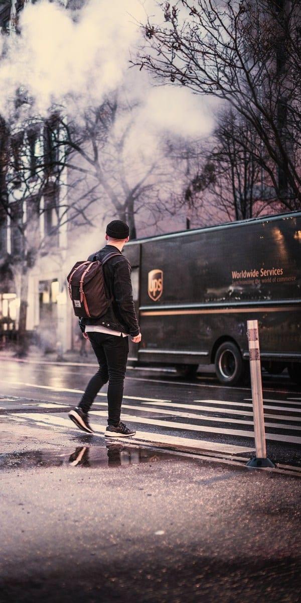 Es war ein langer Weg vom Fahrrad-Kurier zum globalen Logistikkonzern